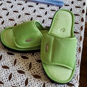 Acorn slippers-NWOT